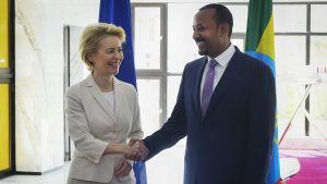 Ursula von der Leyen tapaa Abiy Ahmedin Etiopiassa joulukuussa.
