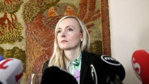 Maria Ohisalo Politiikan toimittajien yhdistyksen vieraana Helsingissä.