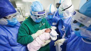 Wuhanissa 7. maaliskuuta syntynyt lapsi jonka äidin epäillään sairastuneen koronavirukseen.