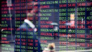 Sydneyn pörssin ikkunassa pörssikursseja.