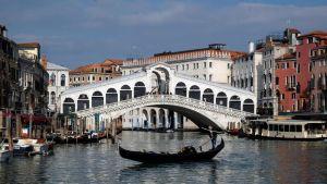 Lähes tyhjä kanaali Venetsiassa.