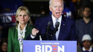 Kuvassa on Joe Biden vaimonsa Jillin kanssa vaalitilaisuudessa maaliskuun alussa.