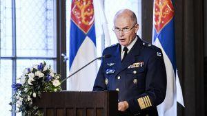 Kuvassa puolustusvoimain entinen komentaja Jarmo Lindberg.