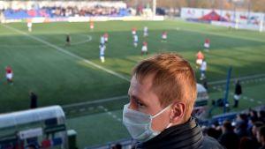 FC Minskin kannattaja kuvassa