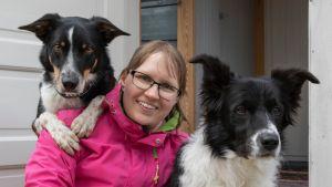 Sanna Lipponen ja koiransa Rin ja Nova