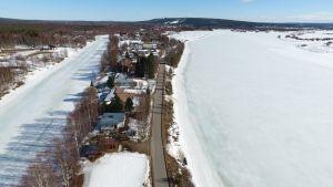 Rovaniemen Vitikanpää jää Ounasjoen ja Saarenputaan väliin ja on myös tulva-aluetta. Viranomaisten ennusteiden mukaan tulvavesi voi nousta jopa 4 metriä normaalista.