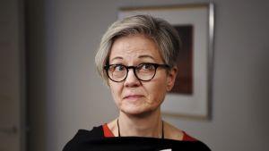 Kuvassa on valtakunnansovittelija Vuokko Piekkala.