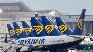 Ryanairin koneita kentällä.