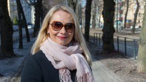 Pia Lemmetty saa äitienpäivänä tunnustuksena Suomen Valkoisen Ruusun I luokan mitalin kultaristein.