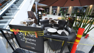 Koronaviruksen takia suljettu ravintola kauppakeskus Isossa Omenassa Espoossa