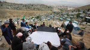 Kabulin synnytyssairaalan uhrin hautajaiset. 13.5.2020.