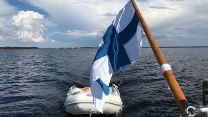 Vene merellä Ruotsin ja Suomen rajavesillä.