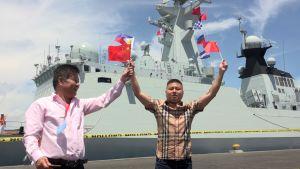 Kiinalaistaustaiset filippiiniläiset osoittivat suosiota, kun Kiinan laivaston alus Chang Chun saapui vierailulle Davaon kaupungin satamaan Filippiineille huhtikuussa 2017