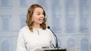 Valtiovarainministeri Katri Kulmuni hallituksen tiedotustilaisuudessa neljännestä lisätalousarvioesityksestä Helsingissä 2. kesäkuuta.