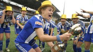 HJK lähteen ensimmäiseen Kansallisen liigan kauteen hallitsevana Suomen mestarina.