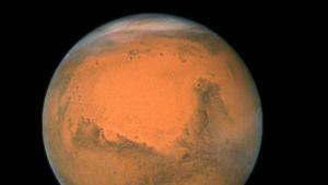 Oranssinpunainen planeetta.