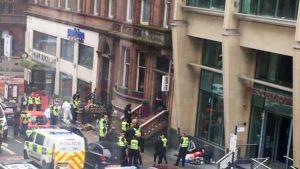Hälytysajoneuvoja tapahtumapaikalla Glasgowssa.