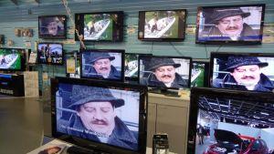 Televisioita kodinkoneliikkeessä