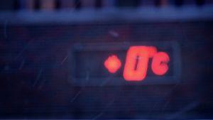 +0 lämpöasteen lukema punaisella näyttötaululla.