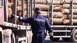 Poliisi tutkii venäläistä rekka-autoa