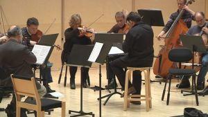 Mikkelin kaupunginorkesteri harjoituksissa.