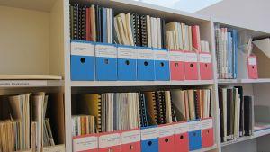 Joutsenon kirjaston kotiseutukokoelmassa on myös vanhoja kunnan ja yhdistysten pöytäkirjoja