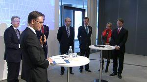 Pääministeri Jyrki Katainen puhuu Koneen toimitusjohtajan Matti Alahuhdan johtaman työryhmän vienninedistämisraportin julkistamistilaisuudessa.