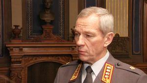 Puolustusvoimien komentaja Ari Puheloinen