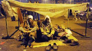 Mielenosoittajia Tahririn aukiolla.