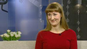 Aamu-tv:n vieraana esikoiskirjailija Emmi Itäranta.