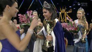 Sara Chafak kruunattiin Miss Suomeksi.