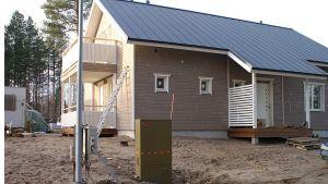 Pientaloliittymien osuus nousi vapaa-ajan asuntojen ohi vuonna 2011. Esimerkiksi Kajaanin Hunajakujalla tehtiin urakalla uusia liittymiä.