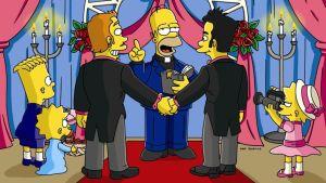 Simpsons-tv-sarjan kohtaus, jossa Homer pappina vihkii homoparia alttarilla.