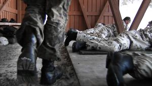 Ampumisharjoitus armeijassa.