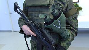 Pimeännäkölaite ja rynnäkkökivääri