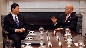 Yhdysvaltain varapresidentti Joe Biden ja Kiinan varapresidentti Xi Jinping Valkoisessa talossa Washingtonissa helmikuussa 2012.