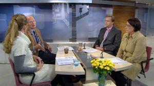Aamu-tv:n toimittaja Annika Damströmin haastattelussa Kimmo Sasi Antti Kaikkonen ja Riitta Myller 21.2.2012.