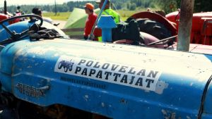 Polvelan Papattajien sininen traktori