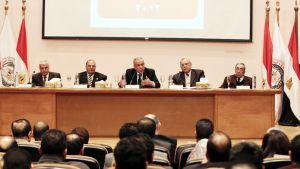 Vaalikomission johtaja Faruk Sultan (kesk.) puhui lehdistötilaisuudessa Kairossa 29. helmikuuta 2012.