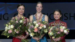 Laura Lepistö, Carolina Kostner ja Elene Gedenashvili palkintopallilla.