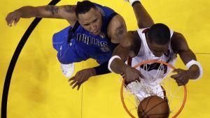 Shawn Marion (Dallas) ja Chris Bosh (Miami) NBA-finaaleissa 2011