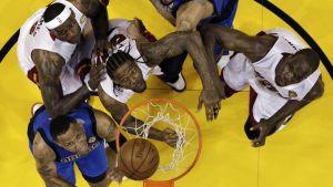 Dallasin Shawn Marion ja Tyson Chandler sekä Miamin LeBron James, Udonis Haslem ja Joel Anthony jännittävät NBA-finaaleissa 2011.