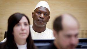 Thomas Lubanga (kesk.) Haagin kansainvälisessä rikostuomioistuimessa 14. maaliskuuta 2012.