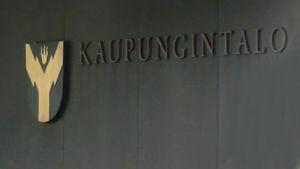 Vaakuna Rovaniemen kaupungintalon seinässä