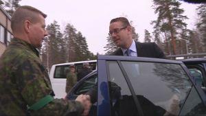 Puolustusministeri Stefan Wallin Pohjois-Karjalan Prikaatissa Kontiorannassa.