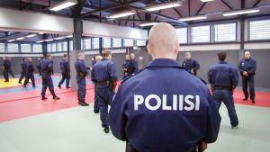 Opiskelijoita poliisiammattikorkeakoulussa.