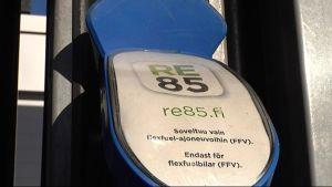 Kuvassa E85 -polttonesteen tankkauspiste.
