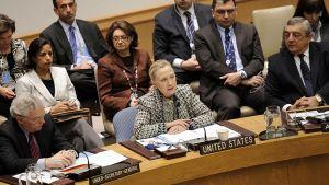 Yhdysvaltain ulkoministeri Hillary Clinton puhuu YK:n turvallisuusneuvostossa.