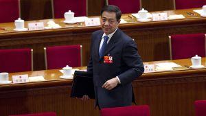 Bo Xilai lähdössä kansankongressin istuntosalista.
