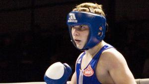 Matti Koota nyrkkeilykehässä.